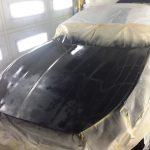 飛石キズの修理は、塗膜のサンディング後、サフェーサー塗布